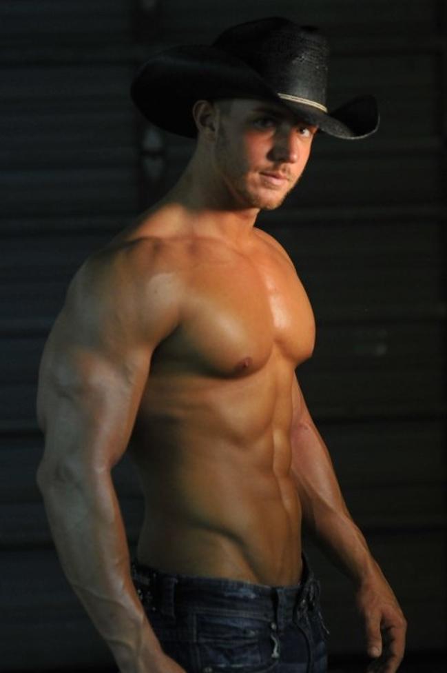 Сексуальный мужчина в шляпе 2