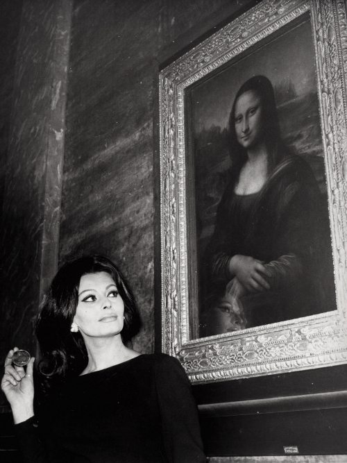 Sophia Loren and Mona Lisa, 1964
