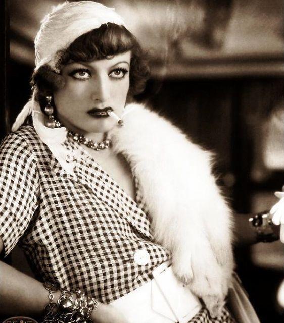 """Joan Crawford as Miss Sadie Thompson in """"Rain"""" (1932)"""