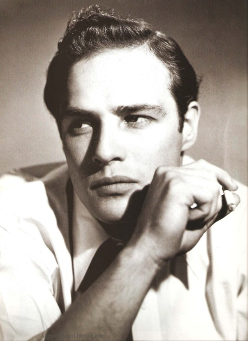 Marlon Brando, having asmoke