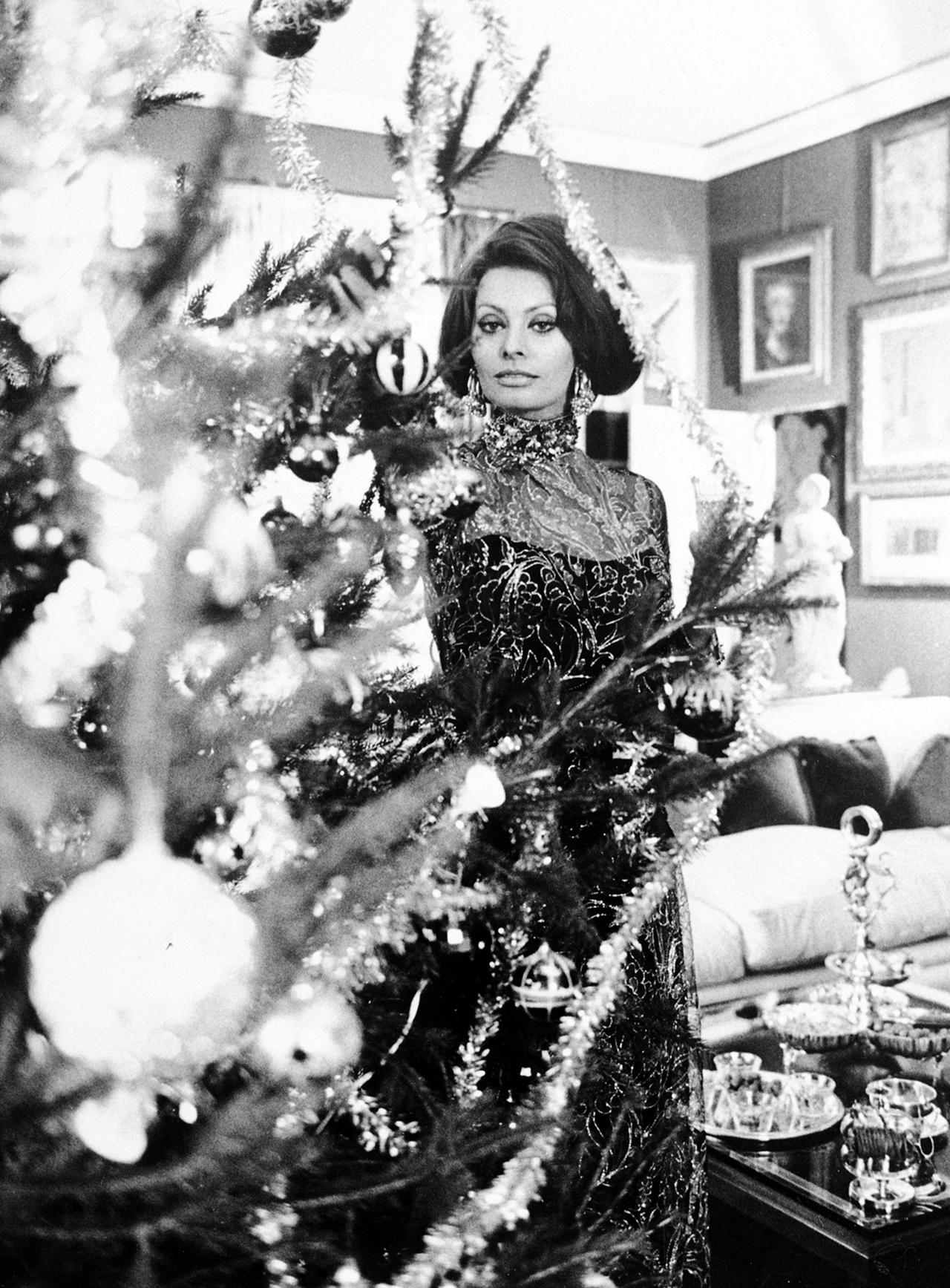 Merry Christmas from Sophia Loren