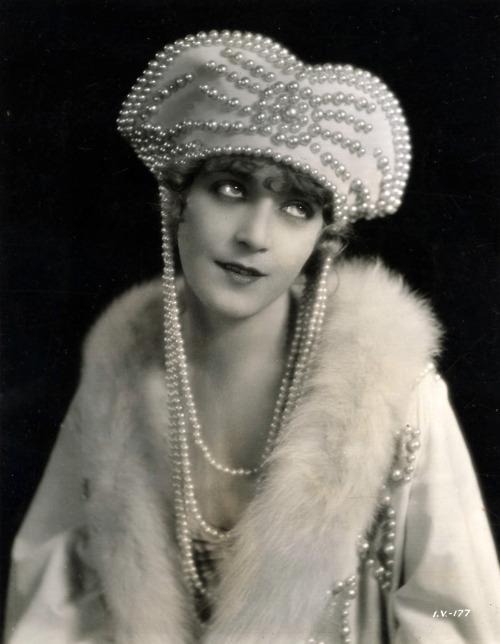 pearls 1284