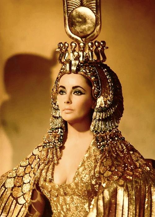 Elizabeth Taylor asCleopatra
