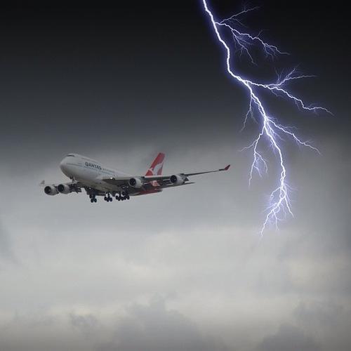 747 dodging a lightningbolt