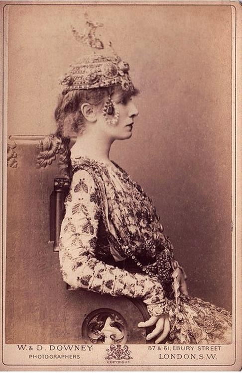 Sarah Bernhardt, photographed inLondon