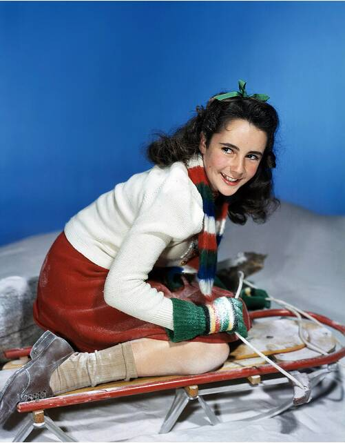 Young Elizabeth Taylor, ready for some winterfun!