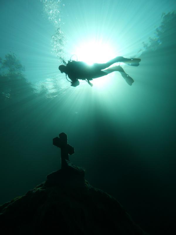 Diver at an underwatermemorial