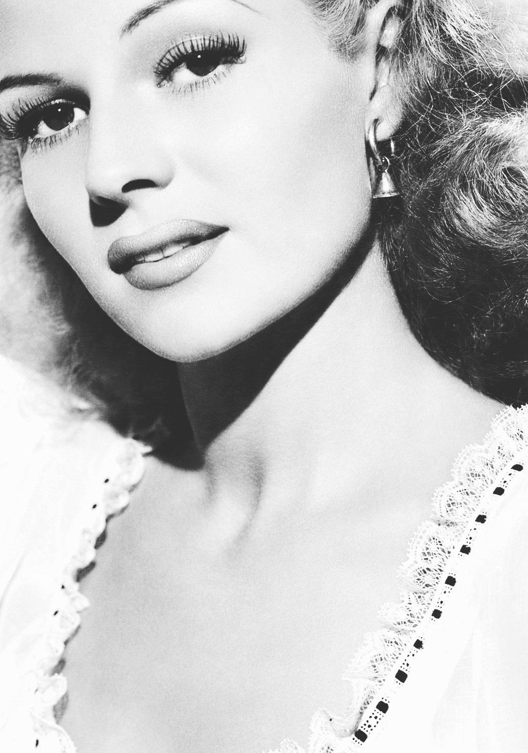 Rita Hayworth – upclose