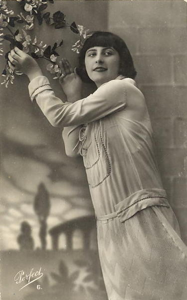 french women postcards 400