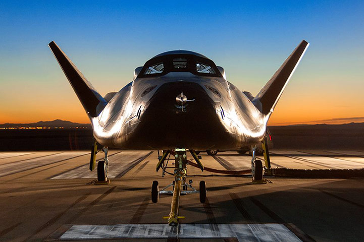 What the US is building to replace the old space shuttle: The Dream Chaser (to be launched in 2015)