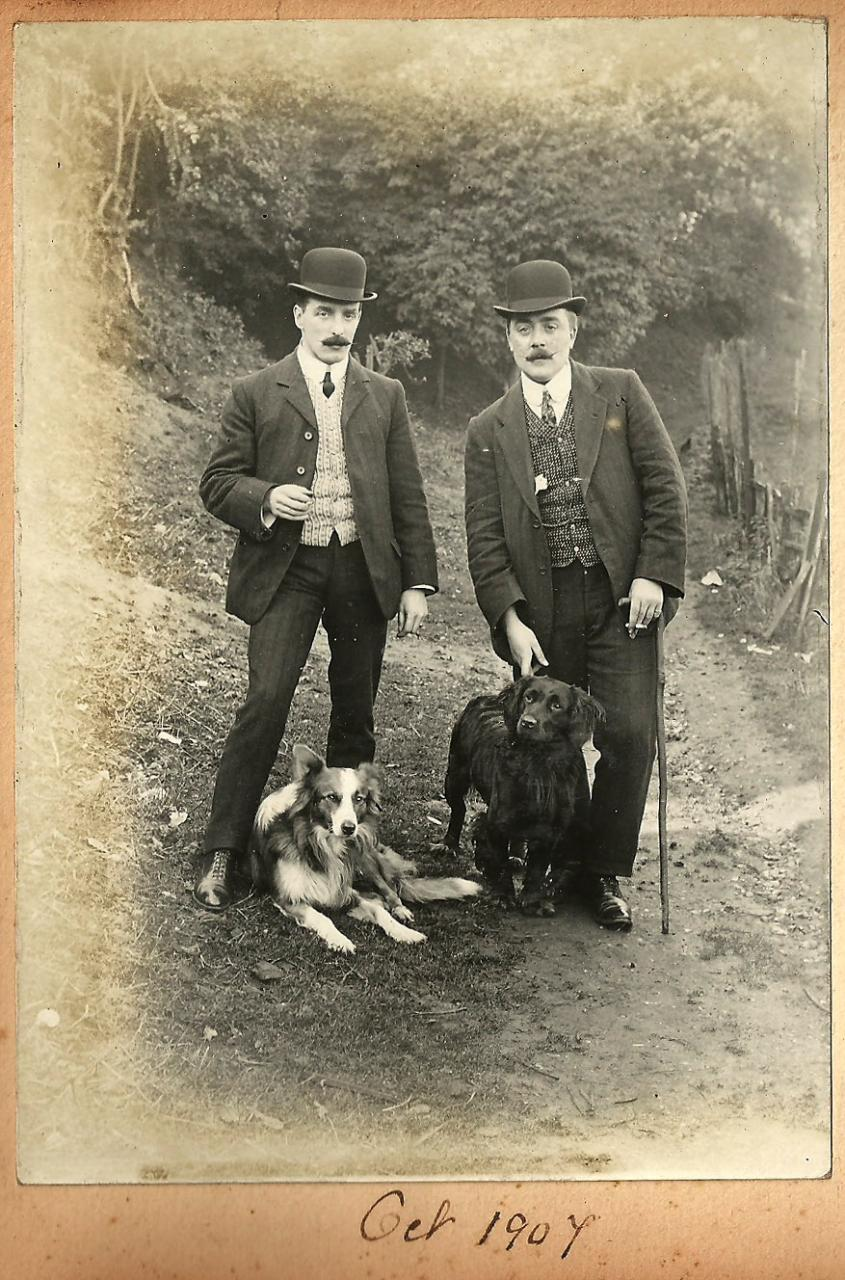 Men with moustaches and dogs(1904)