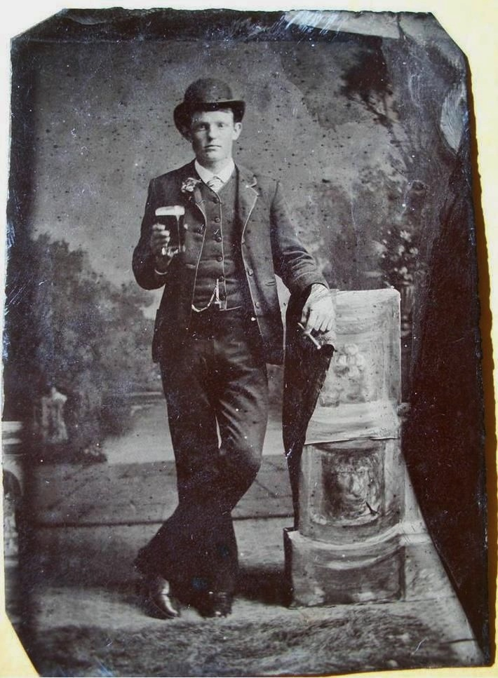 Having a beer, 1800s