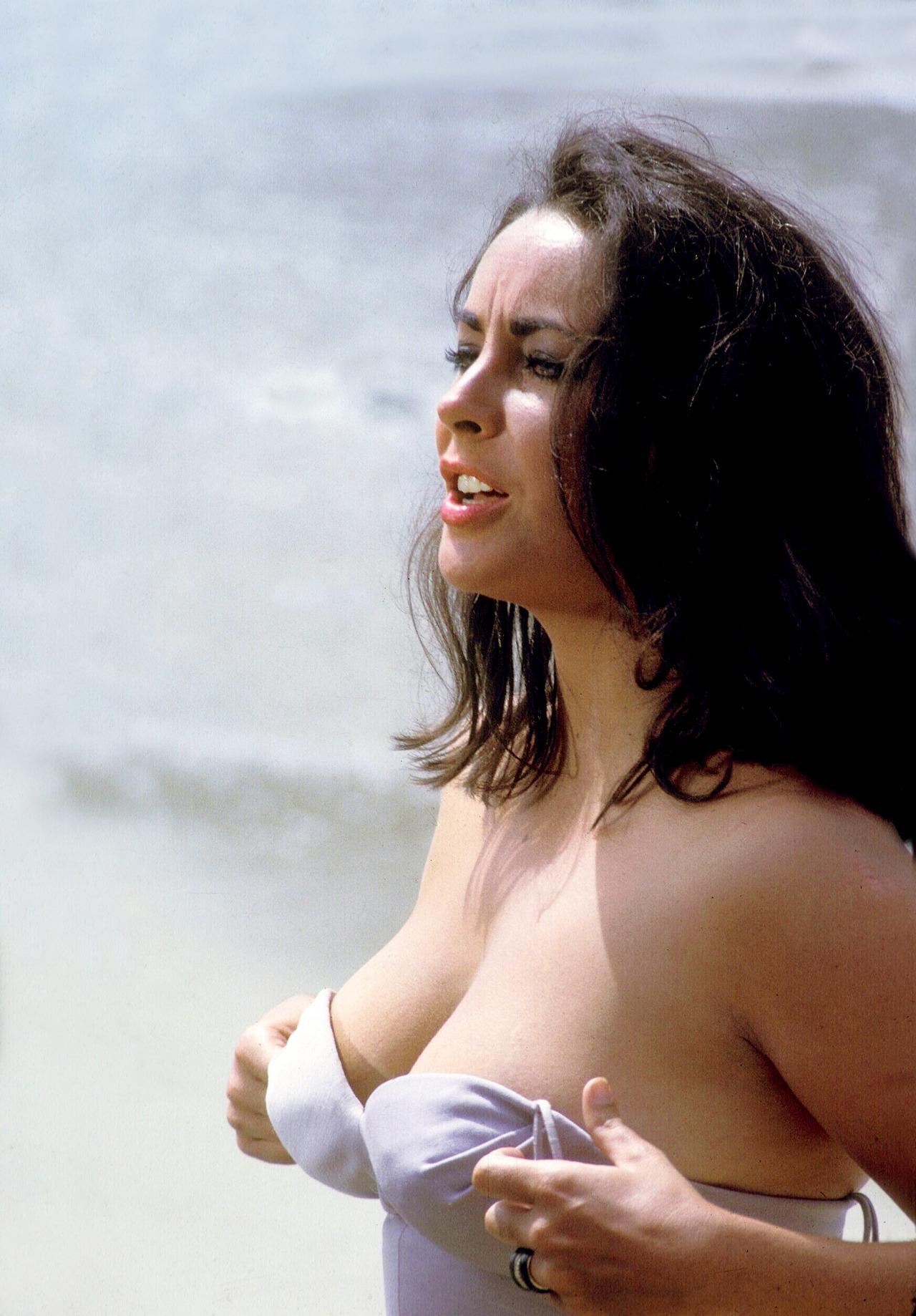 Elizabeth Taylor at the beach,1963