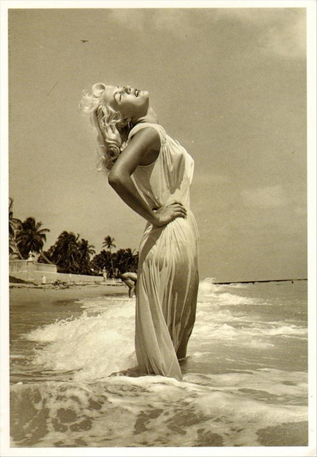 Marilyn Monroe at thebeach