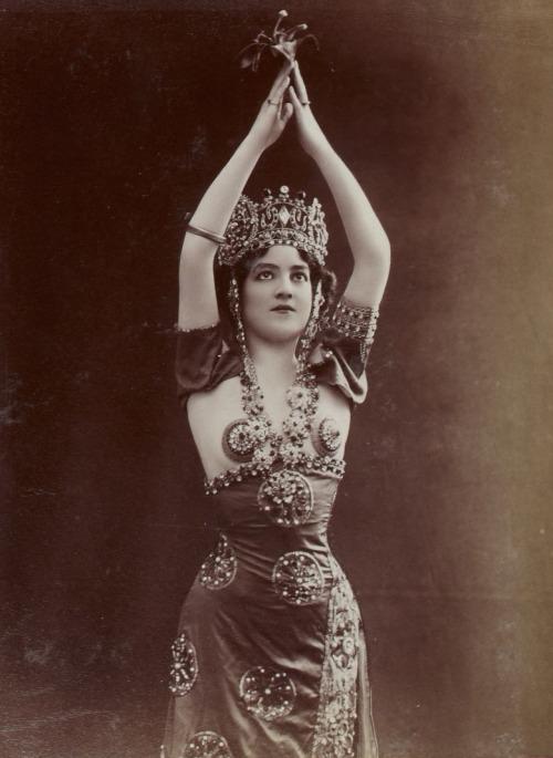 dancer 24501