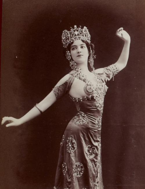 dancer 24502