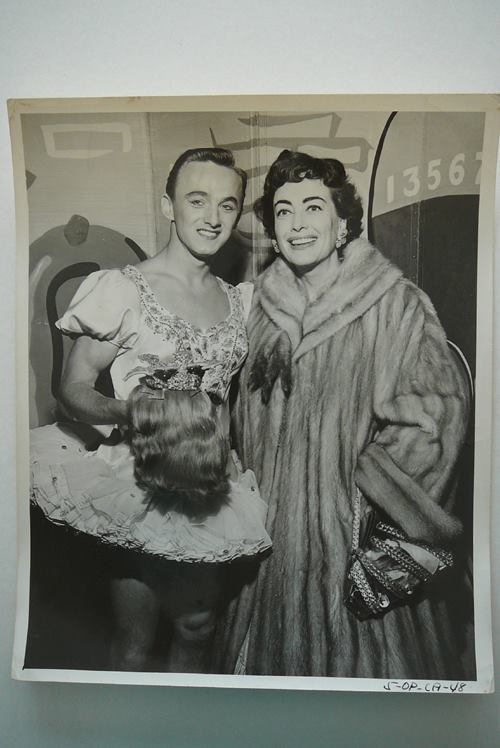 Joan Crawford with a drag queen,1940s