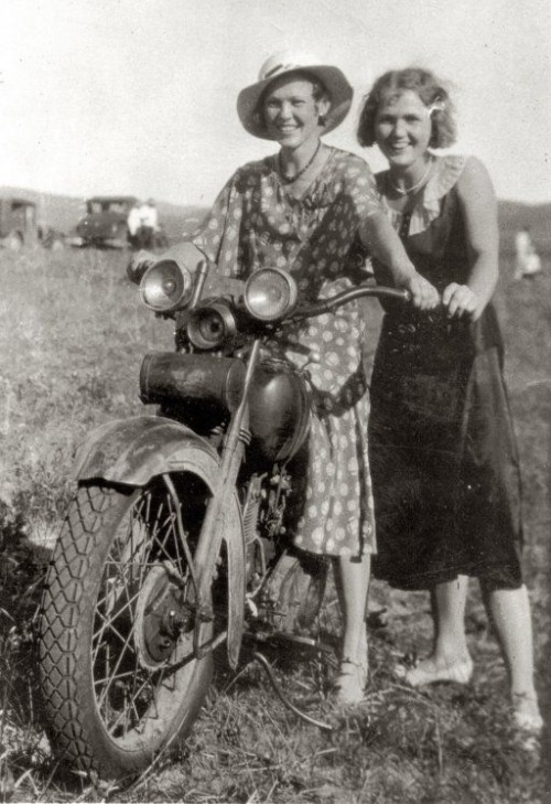 moto women nebraska 20s