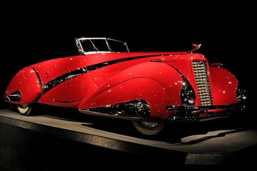 1937 Cadillac V-16 HartmannCabriolet