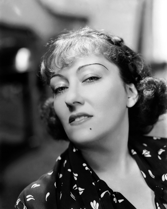 28th September 1934: American actress Gloria Swanson (1899 - 1983) sneers seductively at the camera. (Photo by Clarence Sinclair Bull)
