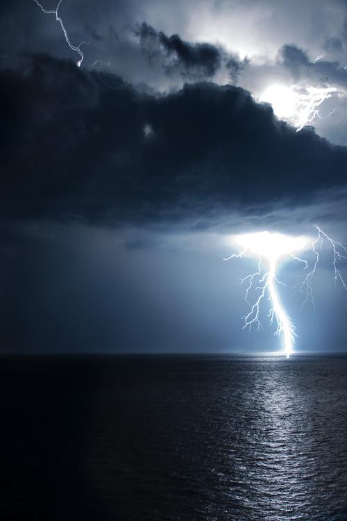 lightning ocean 3