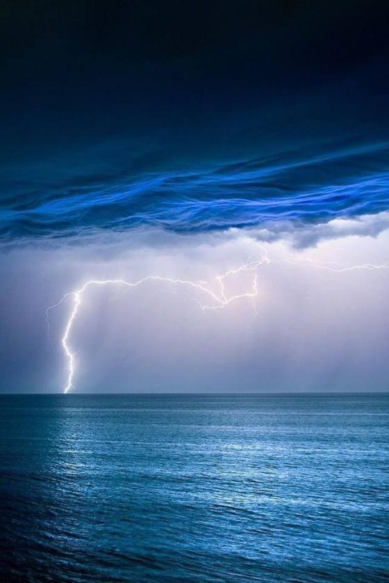 lightning ocean 4
