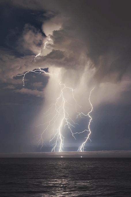 lightning ocean 5