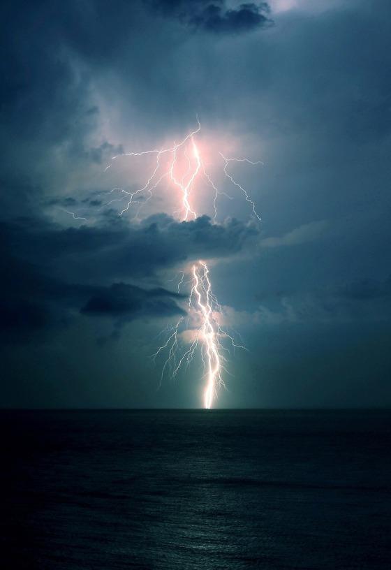 lightning ocean 8