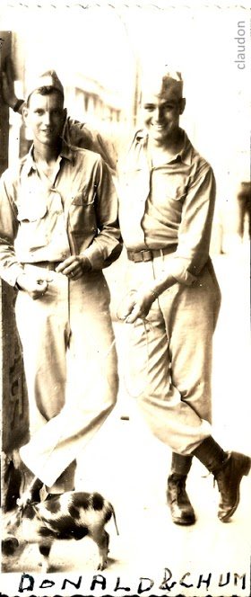 WWII soldiers together 9401