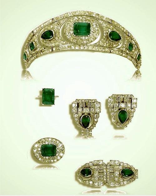 Diamond and emeraldjewelry