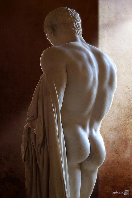 statue butt 33