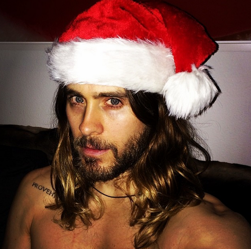 Jared Leto in a Christmas hat