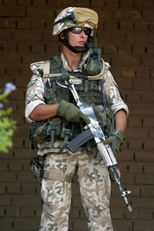 A Polish Army Soldier armed with a TANTAL assault rifle stands guard outside the amphitheater during the opening of the Relief in Place (RIP) Ceremony as US Marine Corps (USMC) Marines assigned to the 1st Marine Expeditionary Force (I MEF) relinquish authority to the Polish lead coalition forces, during a ceremony at Camp Babylon, Iraq, during Operation IRAQI FREEDOM.