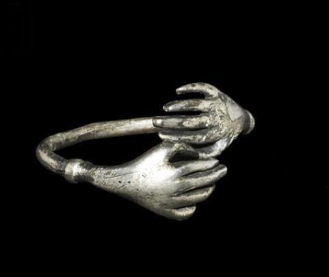 RING HANDS