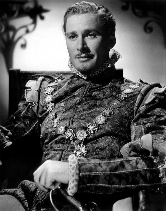the-private-lives-of-elizabeth-and-essex-errol-flynn-as-the-earl-of-essex-0002 s