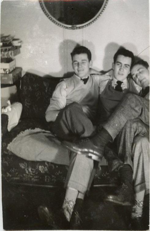 3 men together 772