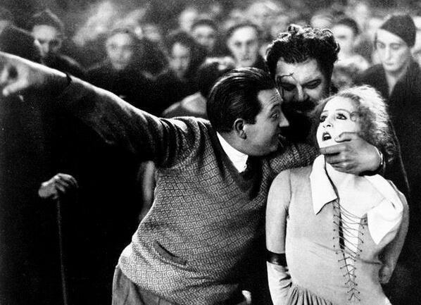 "Fritz Lang directing Brigitte Helm in ""Metropolis"""
