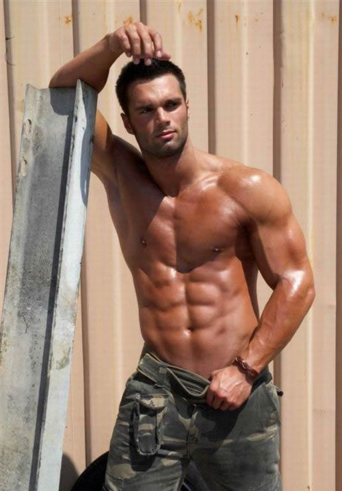 soldier shirtless 2552