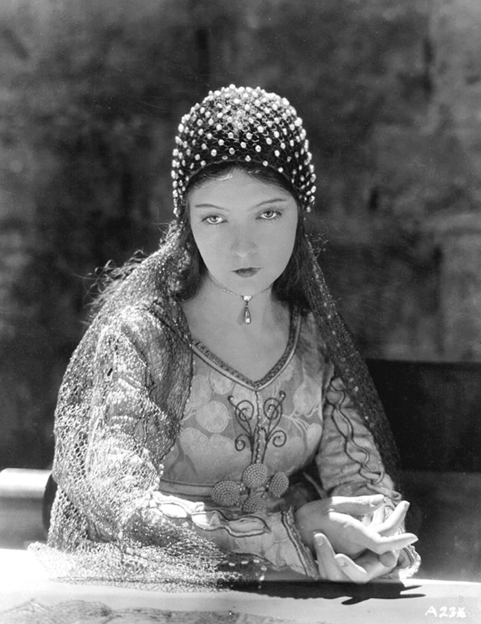 Lillian Gish, 1924