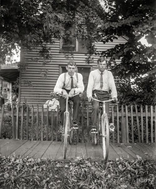 Vintage men together withbicycles