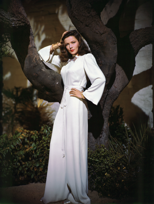 "Gene Tierney in a  promo shot for ""Leave Her to Heaven"", 1945"