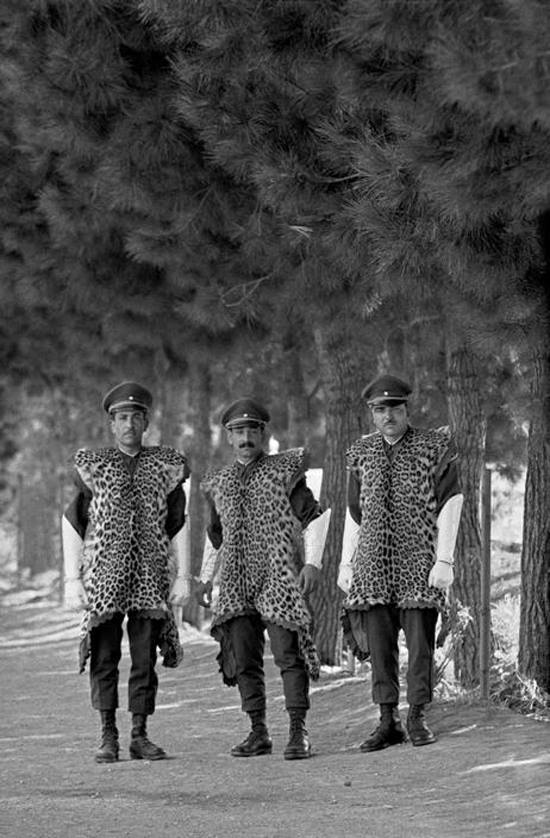 Italian soldiers/officers wearing leopard skins, WWII