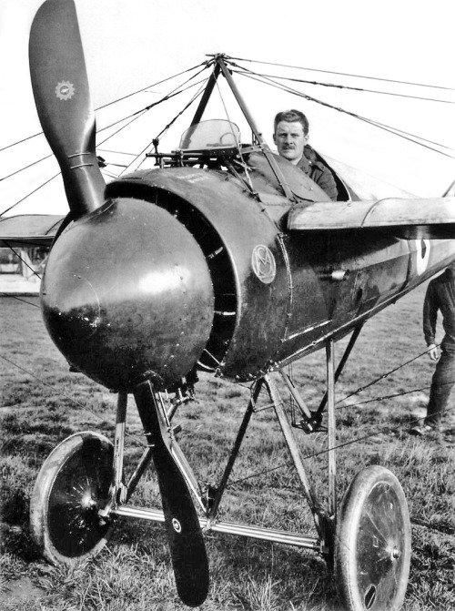 morane-saulnier-type-n-metal-plates-installed-on-the-propeller-1915