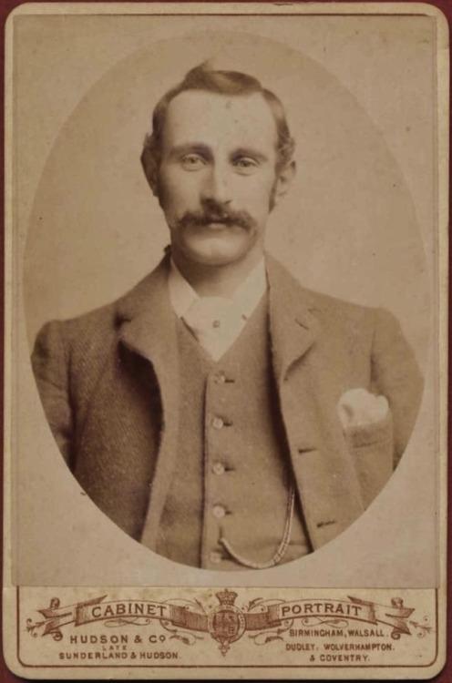 stache-18922