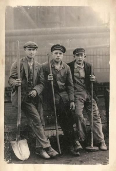 vintage labourers 400