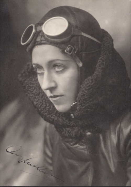 amy-johnson-pioneering-british-aviator-circa-1930