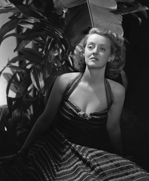 bette-davis-hurrell-1939