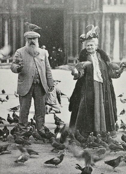 claude-monet-and-wife-amidst-a-flock-of-pigeons