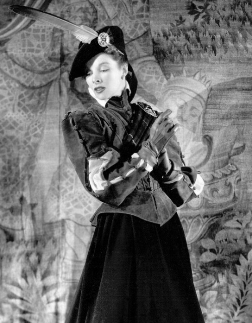 katharine-hepburn-in-mary-of-scotland-1936