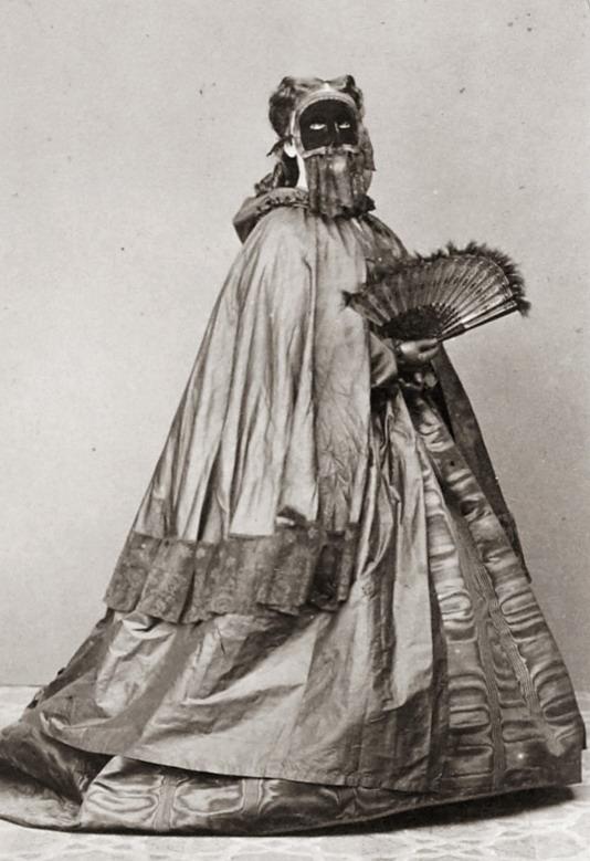 masked-woman-4